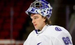 NHL-Tampa-s-pomoshch'yu-Vasilevskogo-pobezhdaet-Karolinu