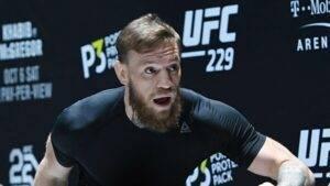 UFC-Makgregor-grozit-polomannoj-nogoj-i-obeshchaet-ubit'-Por'e-s-zhenoj-vo-sne