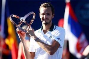 Daniil-Medvedev-vyigral-turnir-Masters-v-Toronto-obygrav-Opelku-6 – 4, 6 – 3