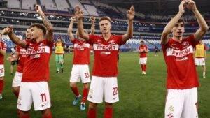 Spartak-natuzhno-pereigral-Ural-no-bolel'shchiki-vyvesili-oskorbitel'nyj-banner